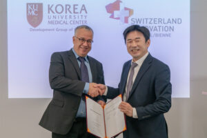 Letter of intent signing at SIPBB with Korea university medical center (3)