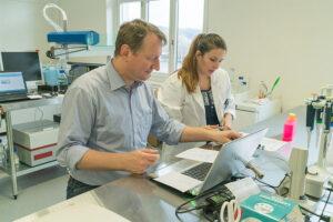 Calciscon Team in the laboratory (2)