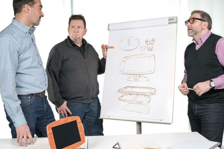 Ingenieure am SIPBB besprechen ein Projekt