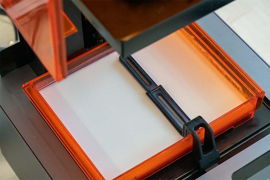 Wanne mit Polymer für einen3D Stereolithografie Druck