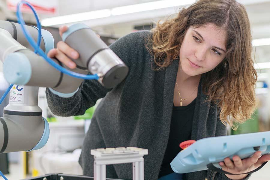 Autonome Roboter werden in der Swiss Smart Factory erforscht