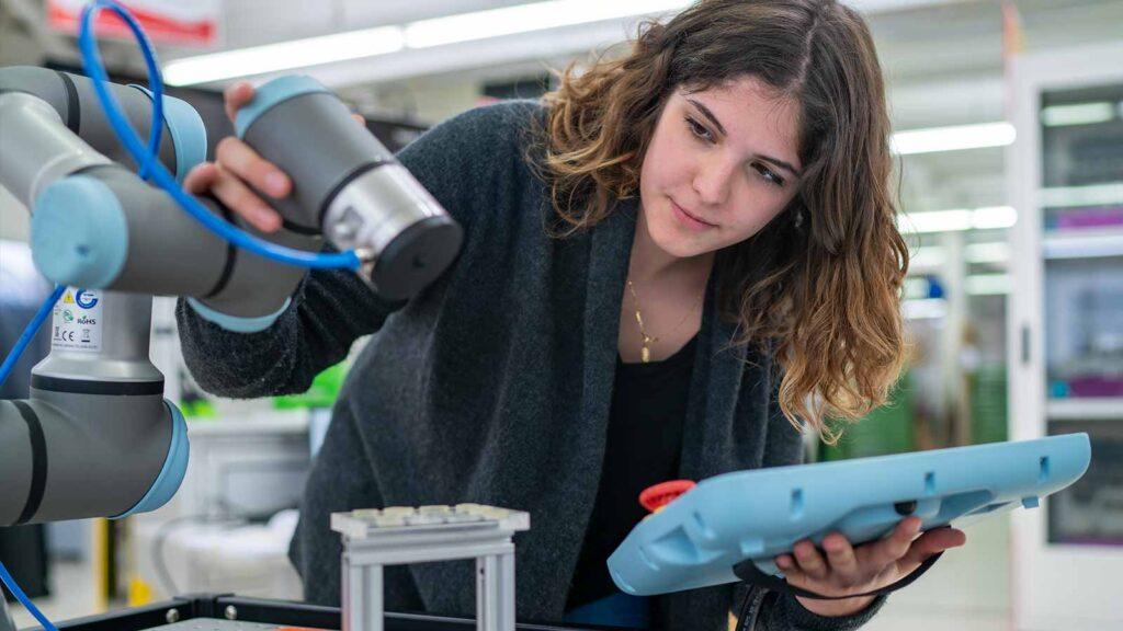 Die Swiss Smart Factory bietet eine Plattform und fördert die Zusammenarbeit zwischen Industrie, Forschung und Politik, um die digitale Transformation aktiv zu gestalten