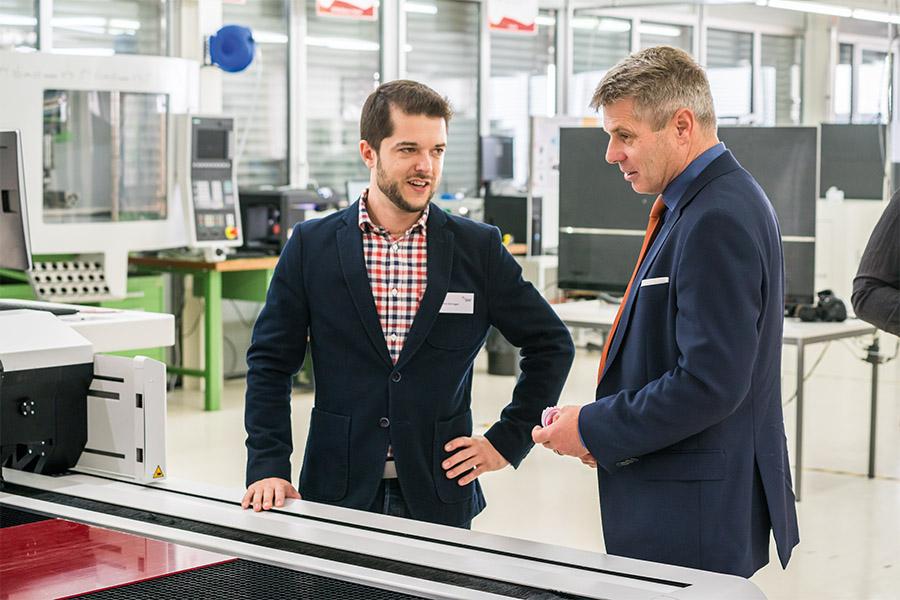 SSF Mitarbeiter Denis Bernegger und Regierungsrat Christoph Ammann